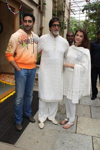 Amitabh Celebrate His 68th Birthday With Abhishek and Aishwarya