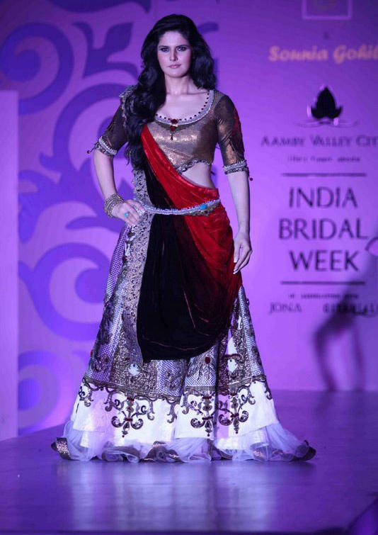 Zarine Khan Beautiful Bridal Dress Pic at India Bridal Week