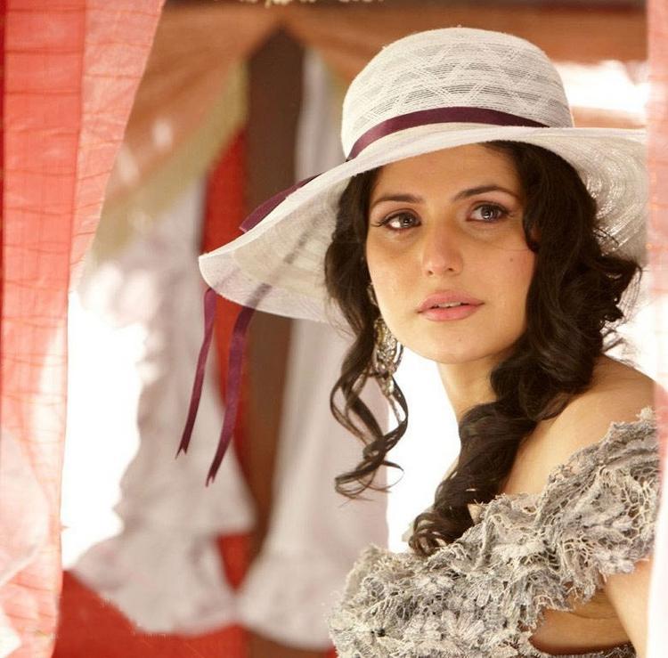 Zarine Khan Latest Still In Veer
