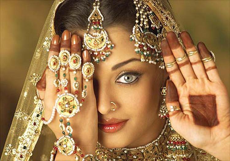 Aishwarya Rai Bachchan Mujra Dance Style Wallpaper