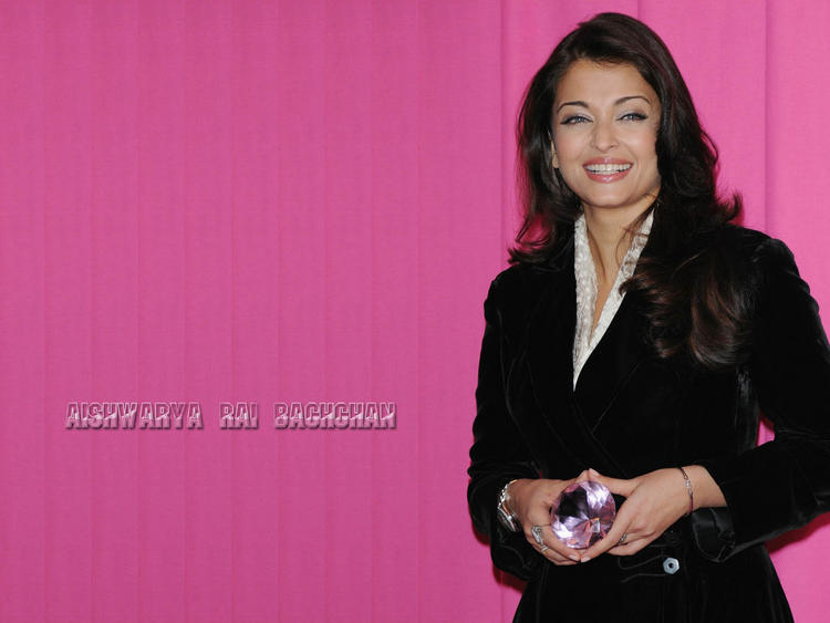Smilling Beauty Aishwarya Rai Wallpaper