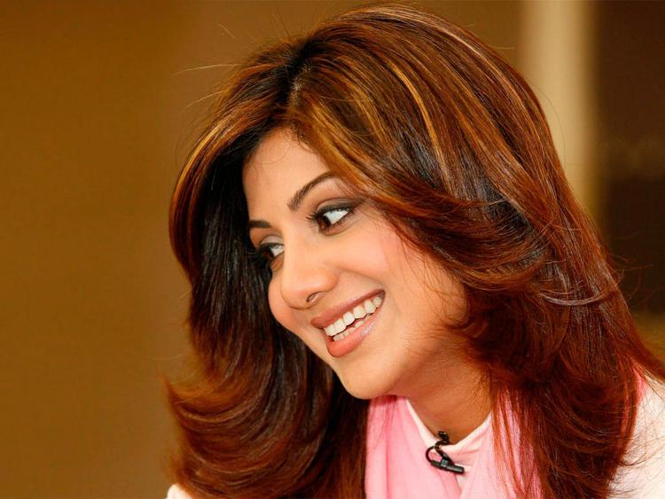 Shilpa Shetty Brown Hair Sweet Smile Pic