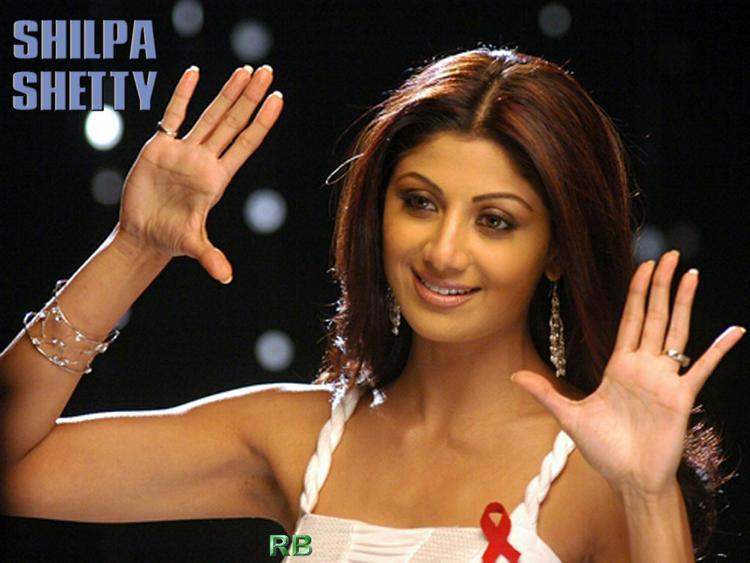 Shilpa Shetty Cute Pose Wallpaper