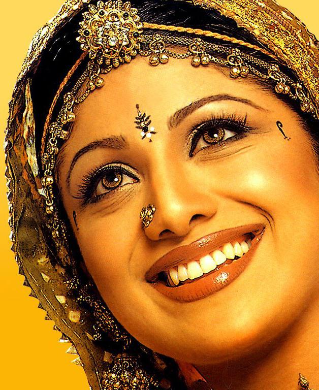 Shilpa Shetty Gorgeous Smiling Wallpaper
