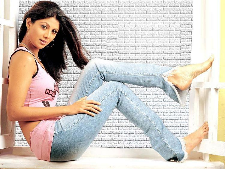 Shilpa Shetty Photo Shoot In Pink Tops and Jeans