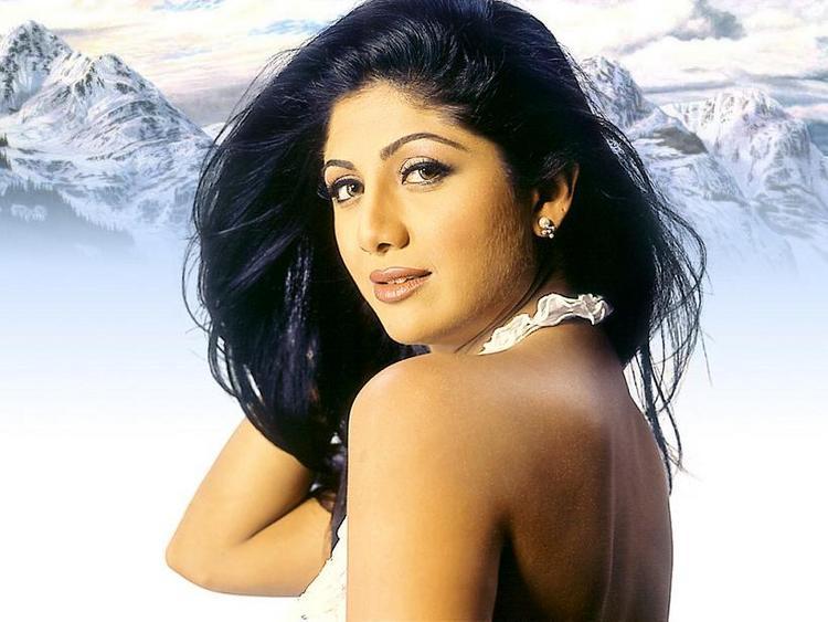 Shilpa Shetty Sizzling Look Wallpaper