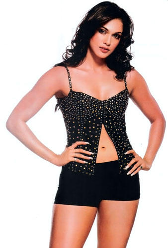 Isha Koppikar Hot Navel Pose Wallpaper