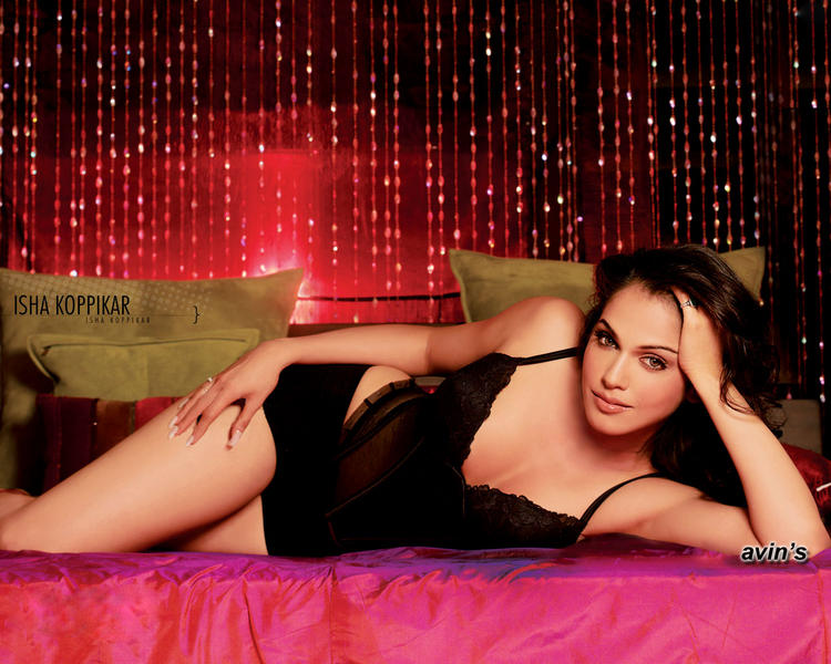 Isha Koppikar Spicy Look Wallpaper