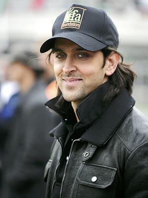 Hrithik Roshan Smiling Wallpaper