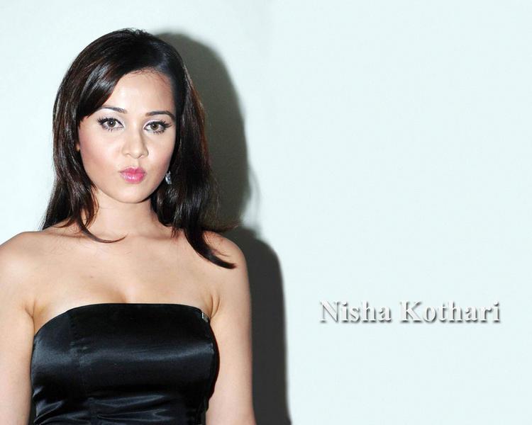 Nisha Kothari Cute Face Look Wallpaper