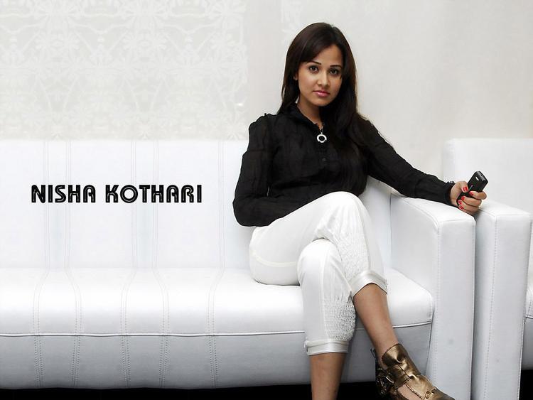 Nisha Kothari Shitting Pose Wallpaper