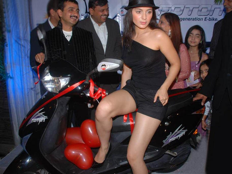 Kangana Ranaut Glossy Legs Pic On Scooty