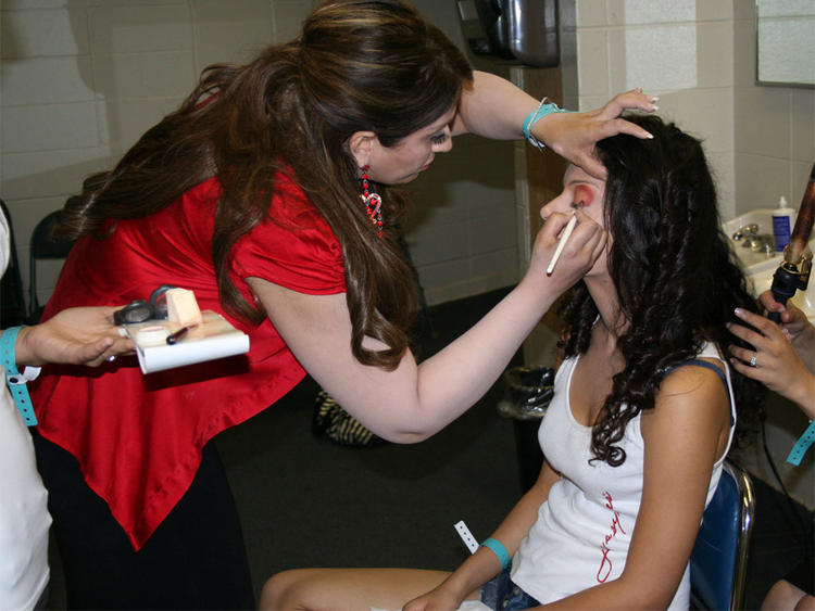 Kangana Ranaut Taking Makeup Still