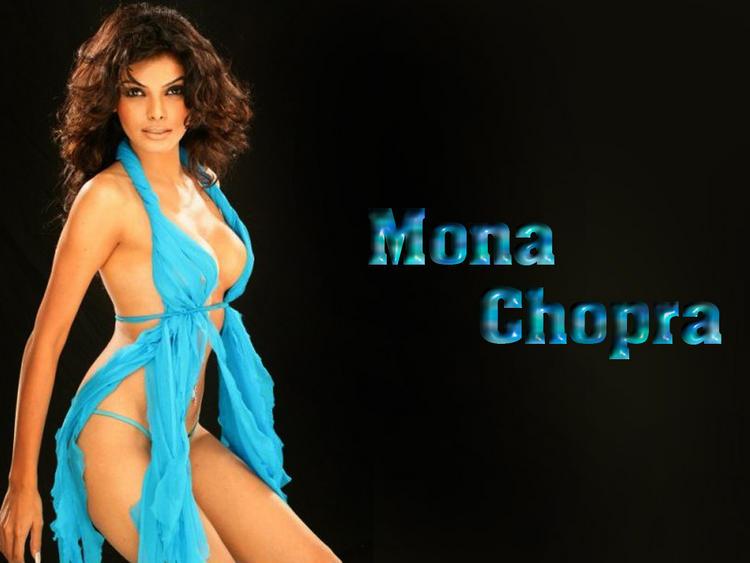 Mona Chopra Expose Her Sexy Things