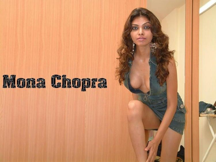 Mona Chopra Sexy Boob Show Wallpaper