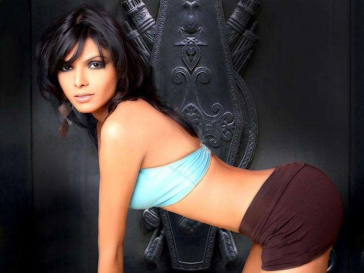 Mona Chopra Sexy Exposing Things Photo