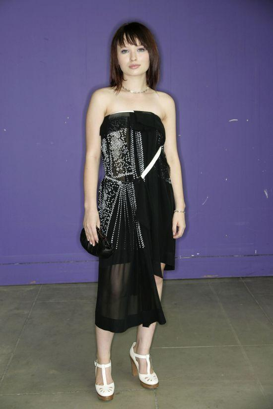 Emily Browning Cute Sizzling Photo Shoot