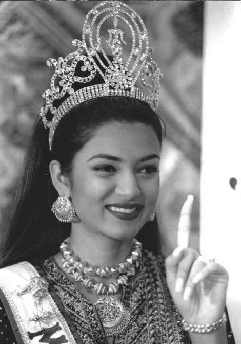 Former Beauty Queen Sushmita Sen Wearing Crown Sexy Still