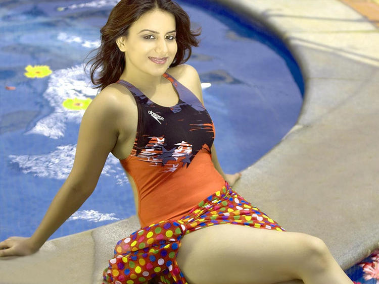 Pooja Gandhi Sexy Legs Pic