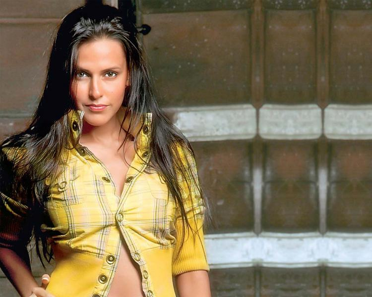 Hot Sexy Item Girl Neha Dhupia Wallpaper
