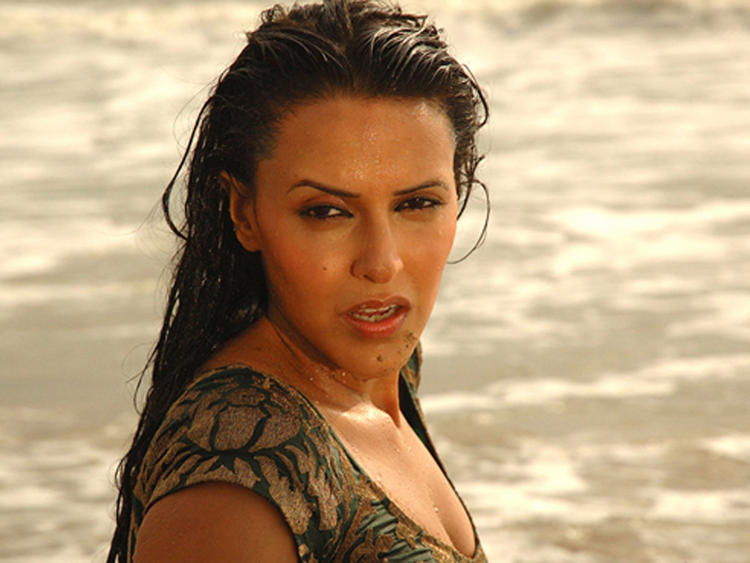 Neha Dhupia Wet Look Wallpaper
