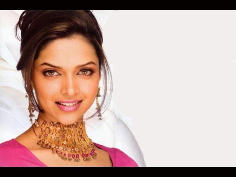 Deepika Padukone Beauty and Awesome Still