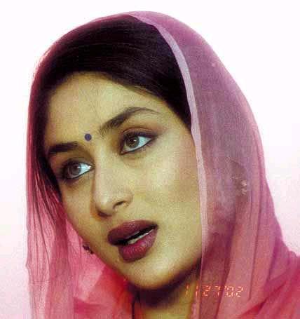 Kareena Kapoor Attractive Look Wallpaper