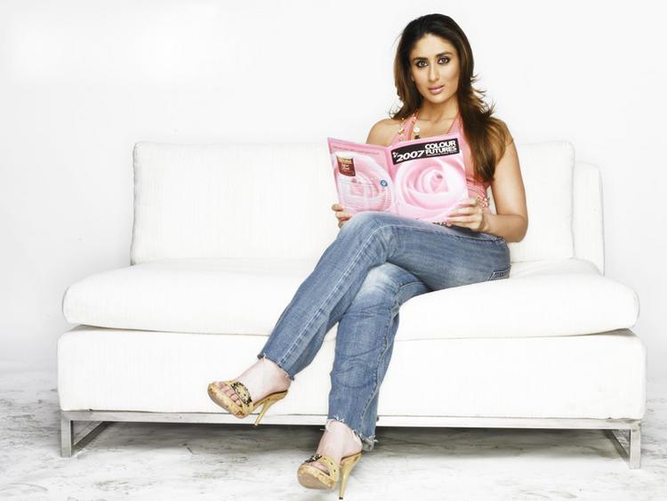 Kareena Kapoor Nice And Cool Wallpaper