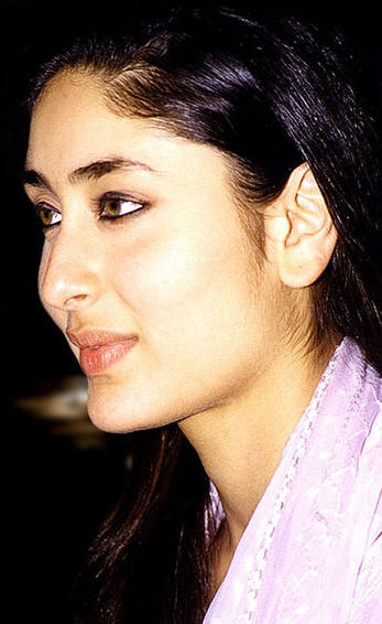 Kareena Kapoor Stunning Face Look Wallpaper