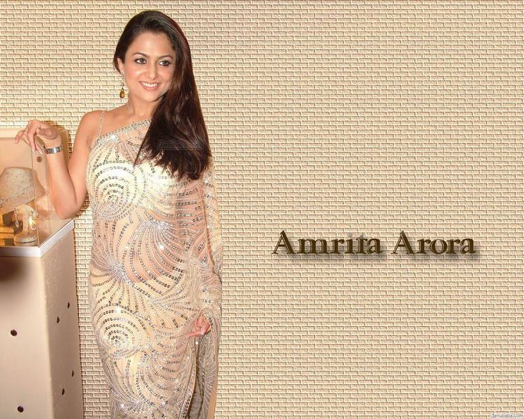Amrita Arora Wearing Saree Hot Wallpaper
