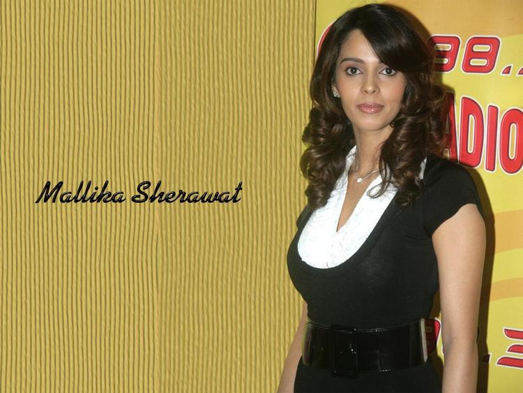 Mallika Sherawat Nice Look Wallpaper