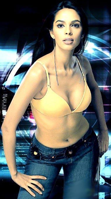Mallika Sherawat Showing Her Sexy Things