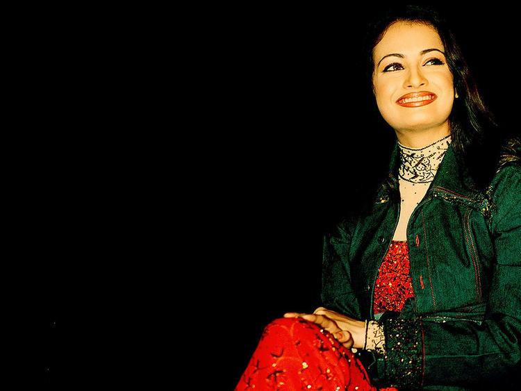 Diya Mirza Gorgeous Smile Sweet Photo