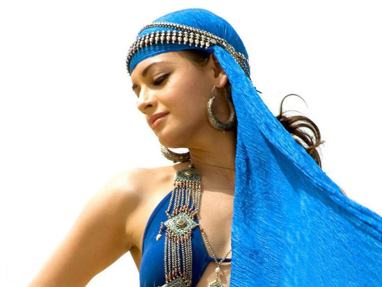 Diya Mirza Romantic Face Still