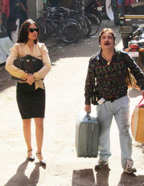 Lara Dutta and Vinay Pathak Chalo Dilli Hindi Movie Still