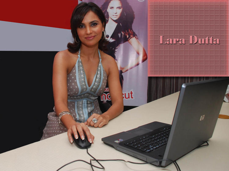 Lara Dutta Nice Wallpaper With Laptop
