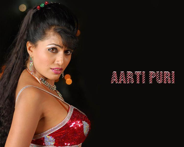 Aarti Puri Bold Wallpaper