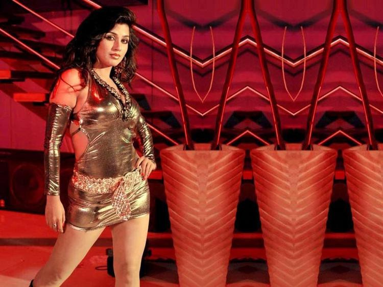 Aarti Puri Hot And Bold Wallpaper