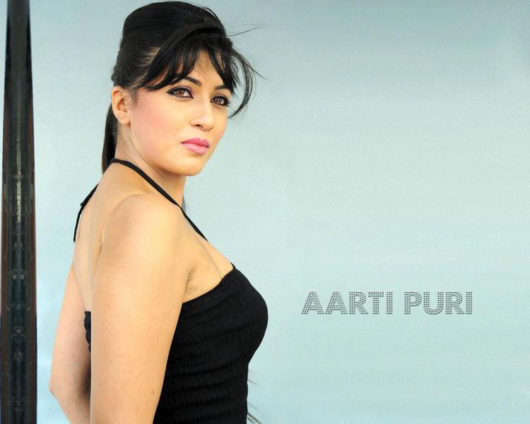 Aarti Puri Stunning Face Look Wallpaper