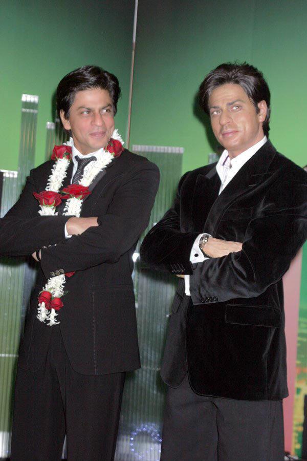 Shahrukh Khan Poses With Madams