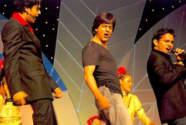 Shahrukh Khan Stage Performance Photo