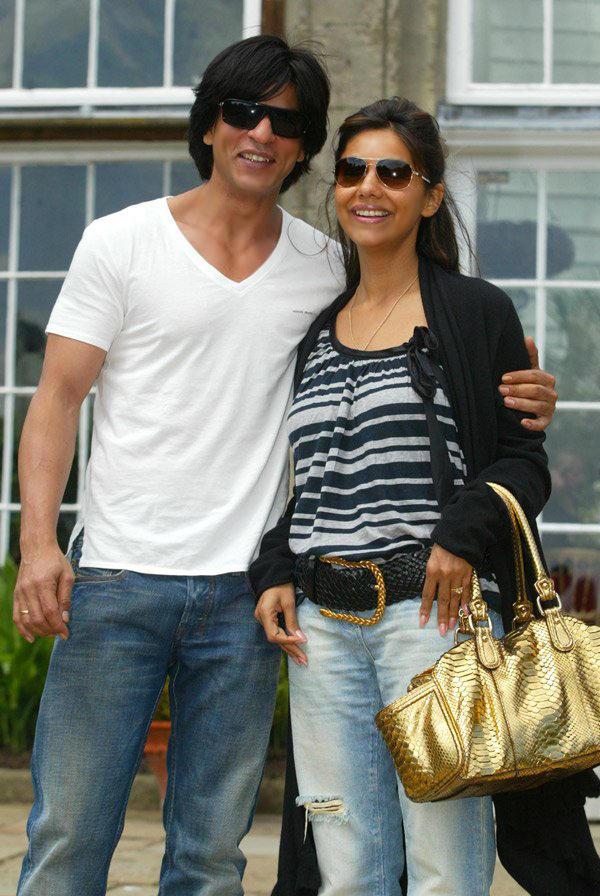 Shahrukh Latest Still With Gouri Khan