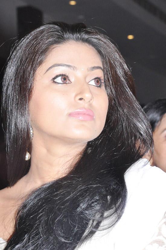 Sneha Gorgeous Face Photo