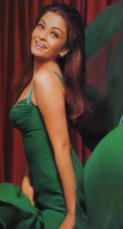 Aishwarya Rai Green Dress Hot Wallpaper
