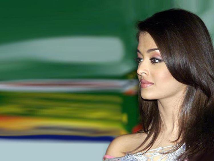 Aishwarya Rai Nice Face Look Wallpaper
