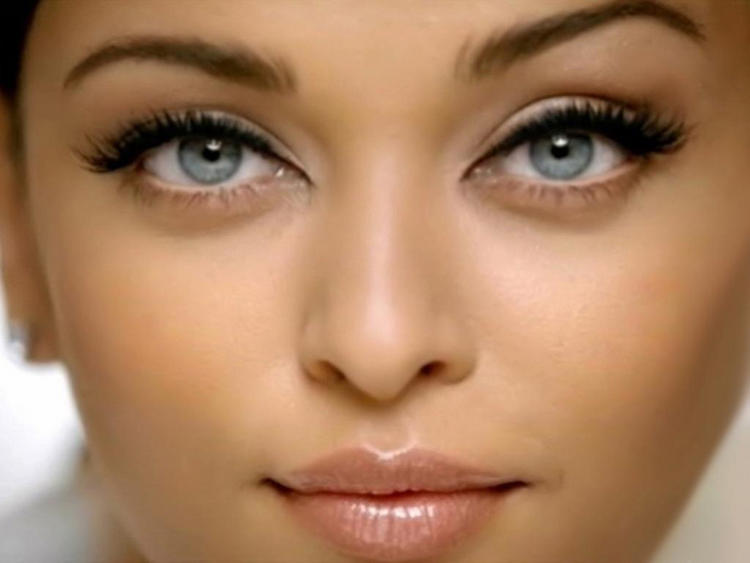 Aishwarya Rai Sexy Blue Eyes Wallpaper