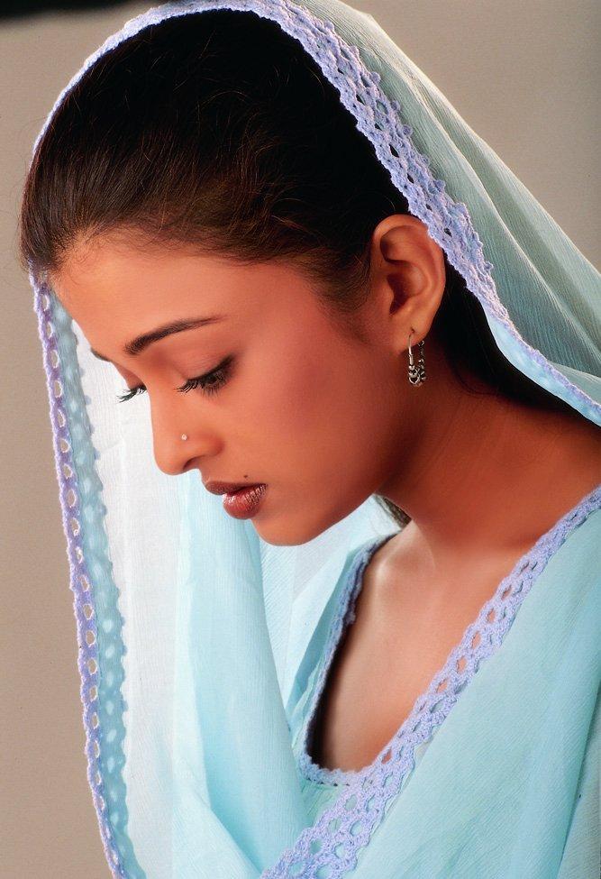 Aishwarya Rai Simple Look Wallpaper