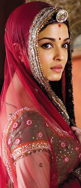 Aishwarya Rai Traditional Look Wallpaper