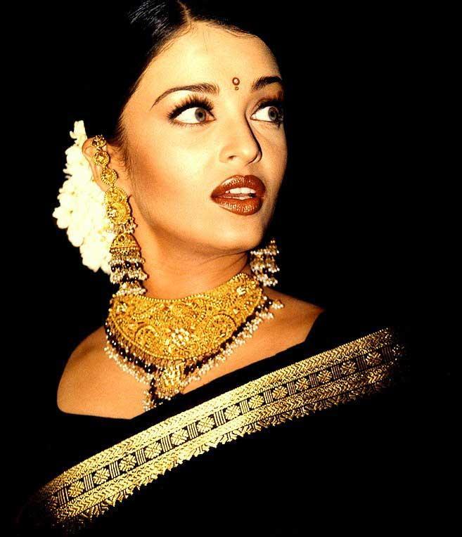 Indian Beauty Aishwarya Rai Hottest Wallpaper