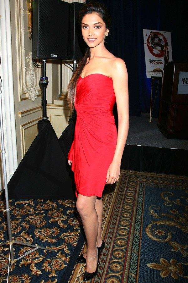 Deepika Padukone Strapless Dress Gorgeous Pic
